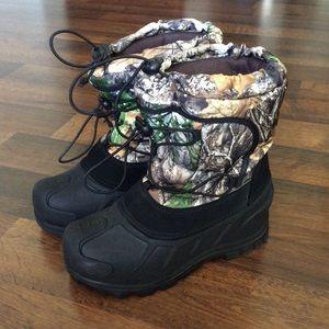 Itasca Big Boys Size 3 camo winter boots outdoor